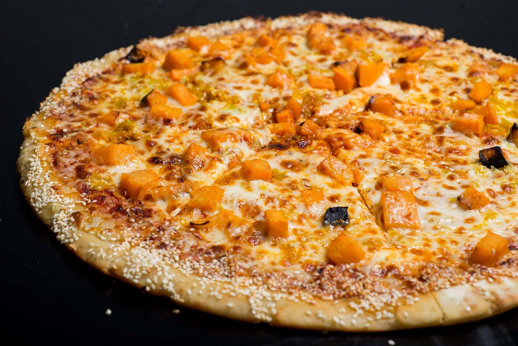 פיצה fix עם בטטה וקראסט שומשום